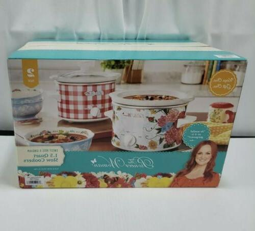 Set Pioneer & Red Gingham Cookers 1.5QT ea